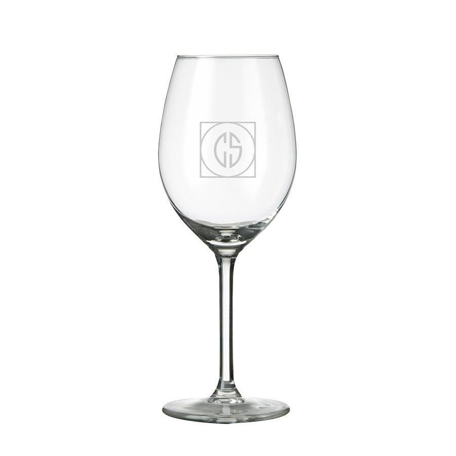 Bílé sklenice na víno s monogramem