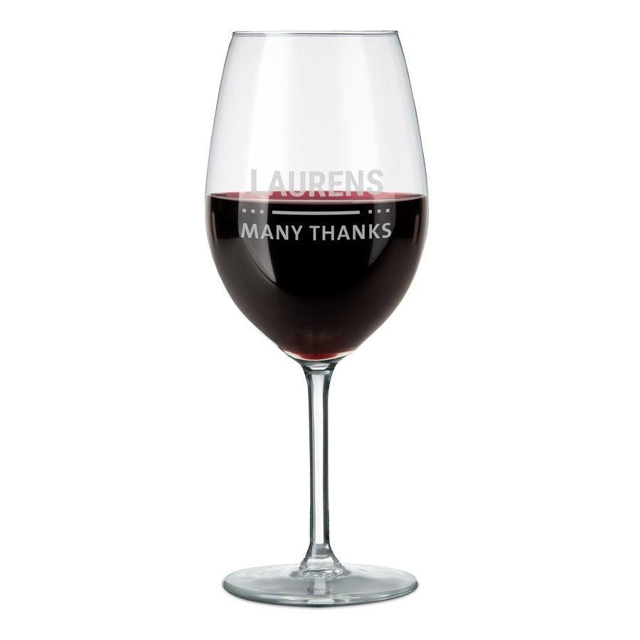 Rood wijnglas graveren