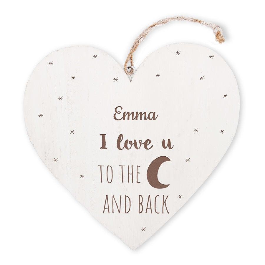 Coração de madeira dos namorados com gravura de texto
