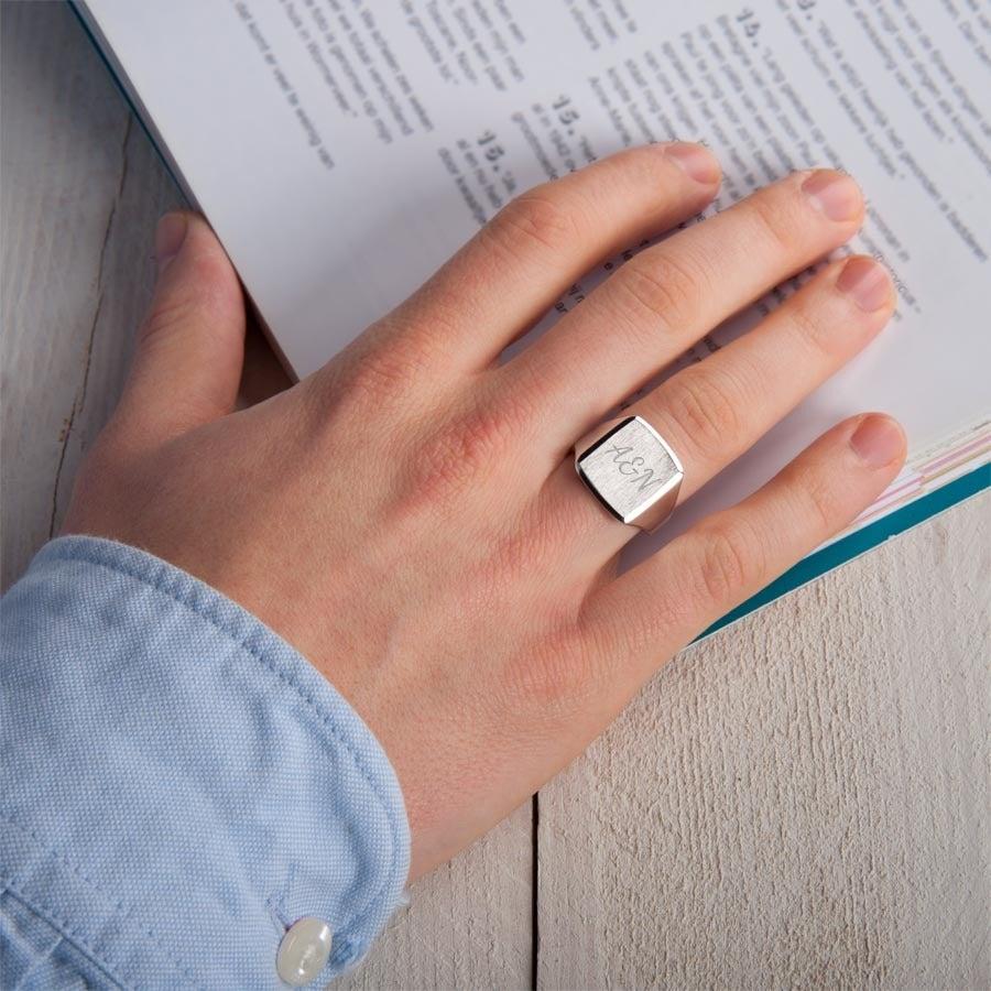 Engraved silver signet ring - Men - Size 19,5