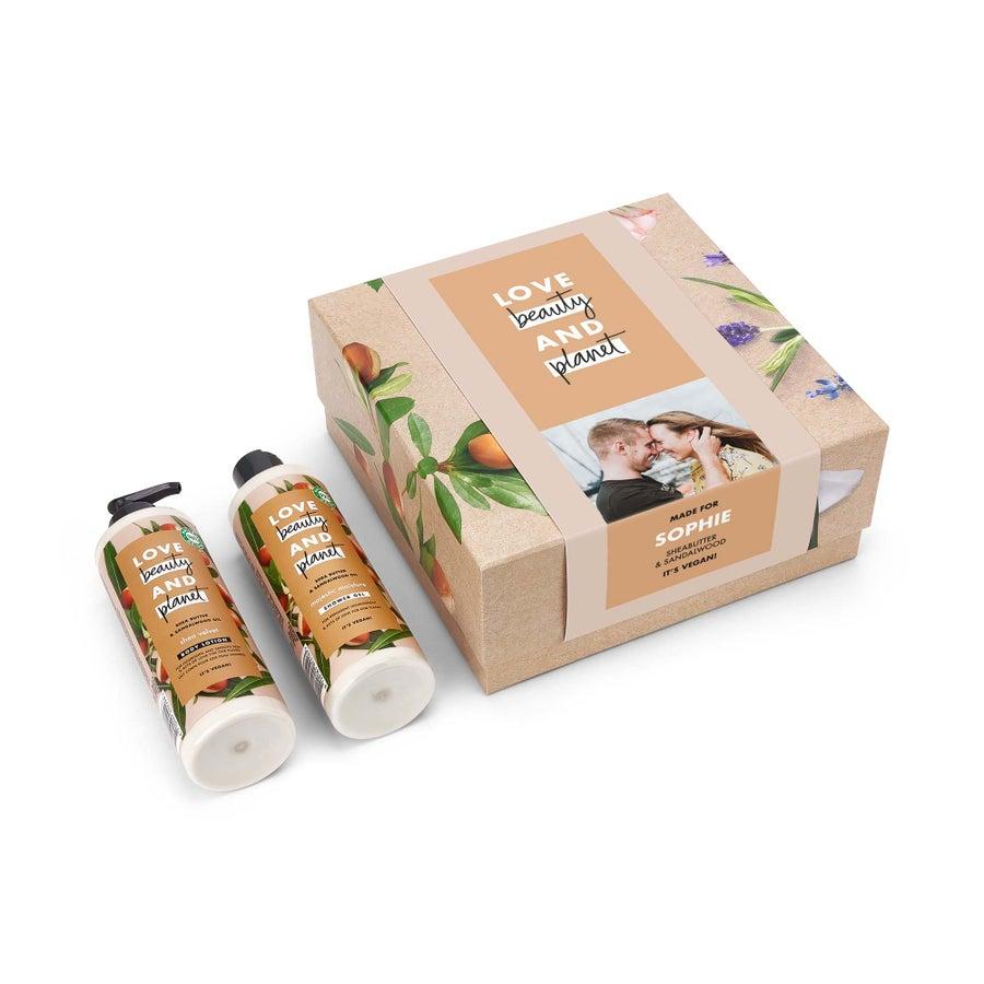Coffret cadeau Love, Beauty & Planet - Beurre de karité & huile de santal