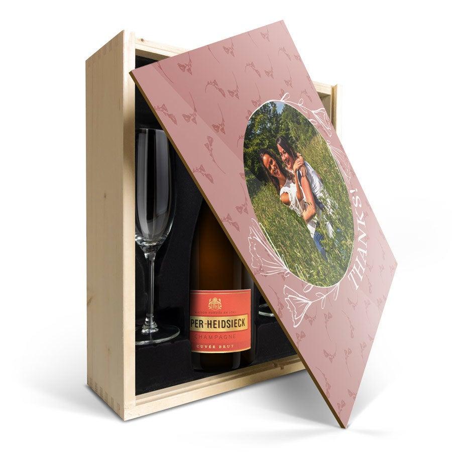 Champagneset med glas - Piper Heidsieck Brut (750ml) - Graverat trälock