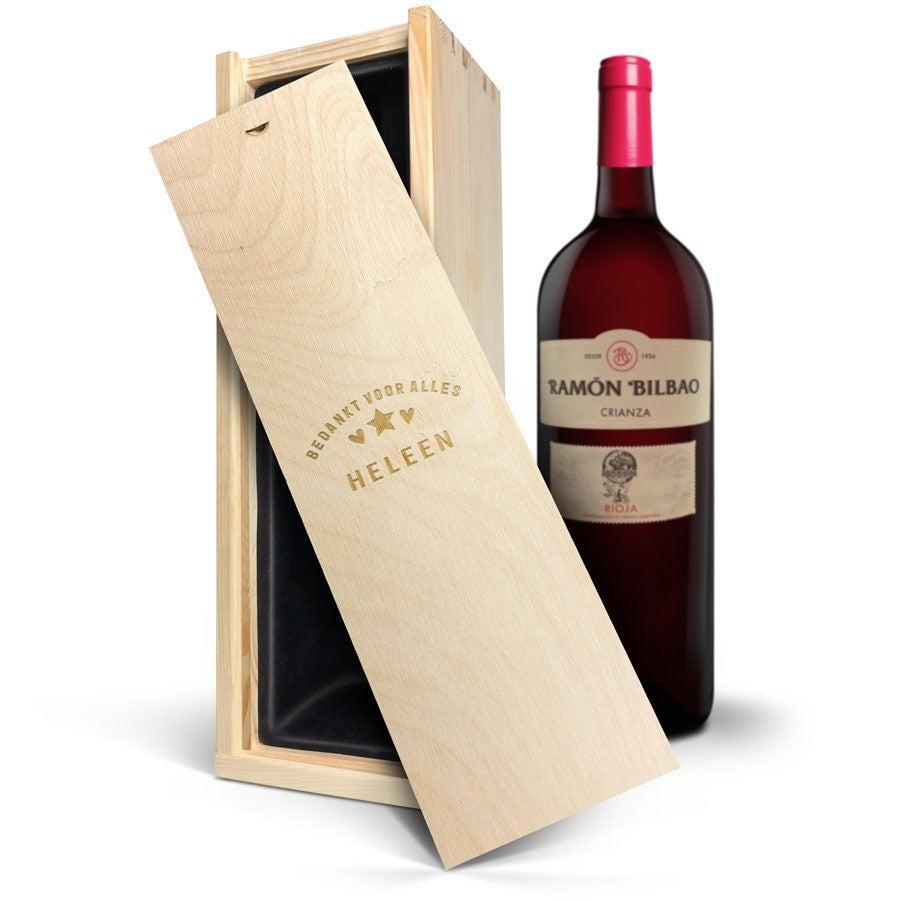 Wijn in gegraveerde kist - Ramon Bilbao Crianza (Magnum)