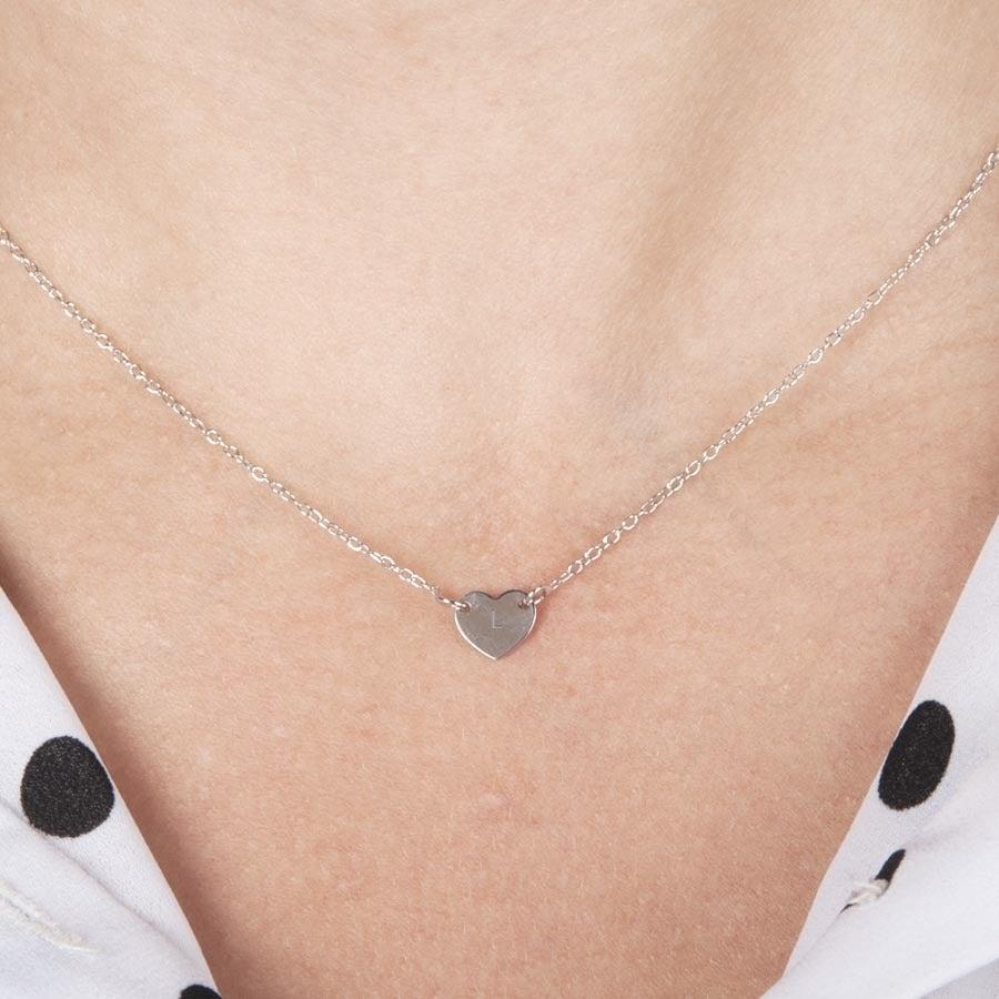 Rytý stříbrný počáteční náhrdelník - Srdce