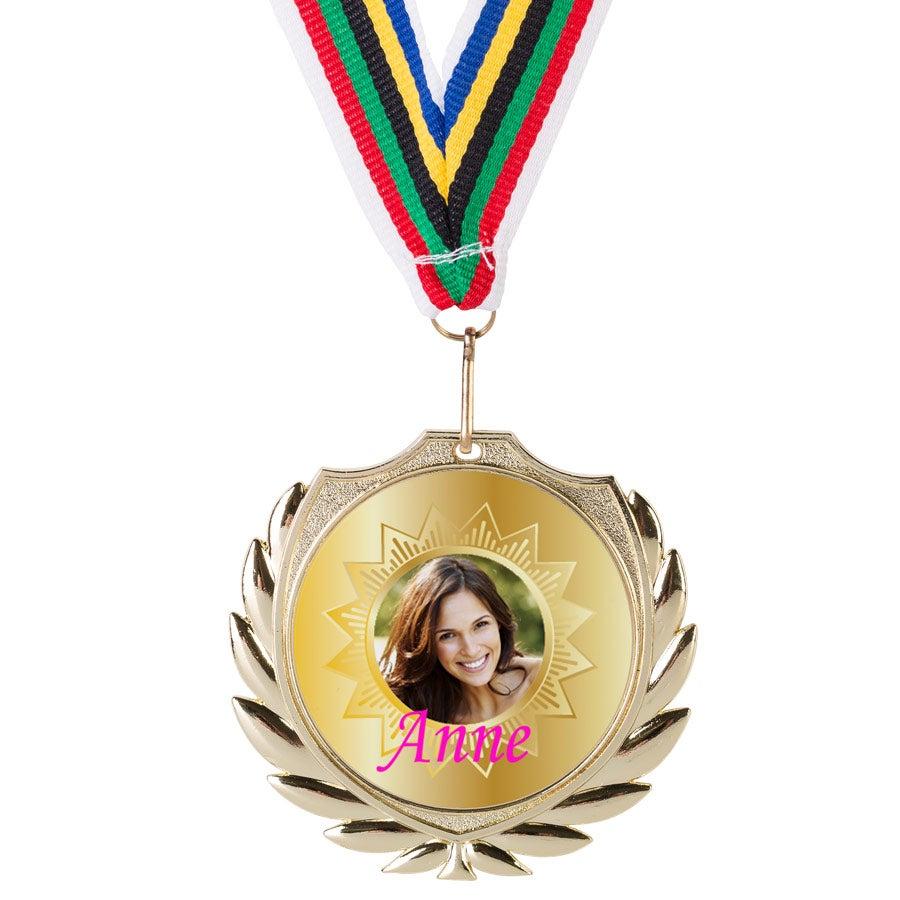 Medalla dorada