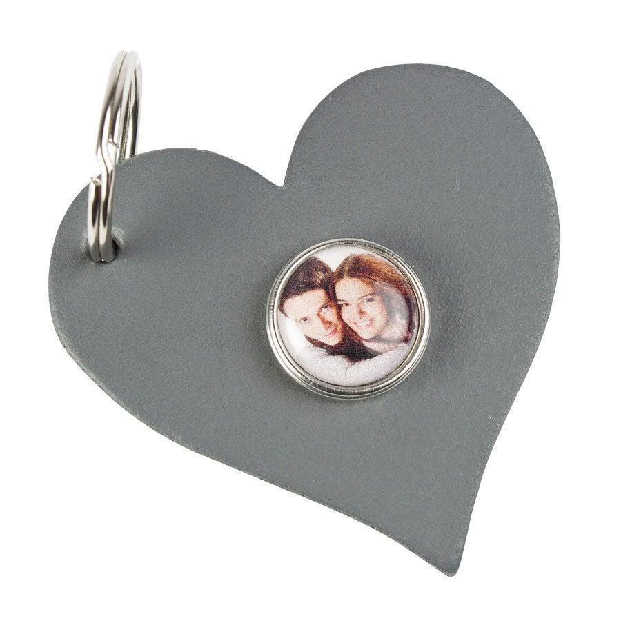 Berlocknyckelring  i form av ett hjärta - Grå