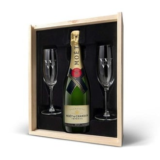 Champagne med indgraverede glas