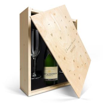 Champagne in gegraveerde kist