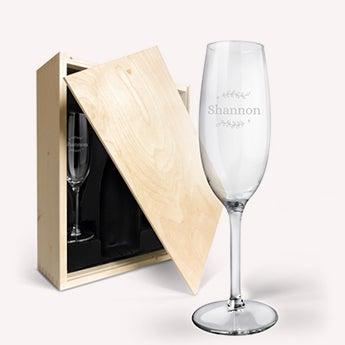 Champagnelåda med graverade glas