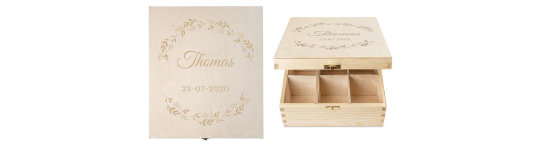 houten theedoos met gravure als herinneringenbox na overlijden