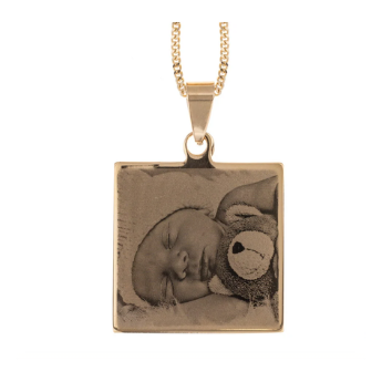 Engraved pendant featuring a photo or name
