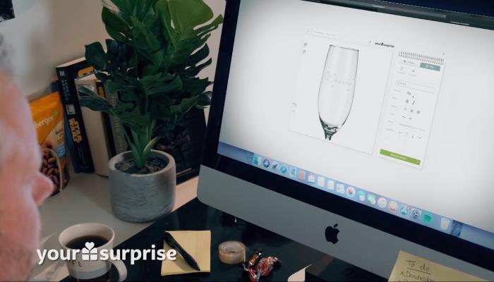 Étape 1 : Concevez vos verres à champagne dans l'éditeur en ligne
