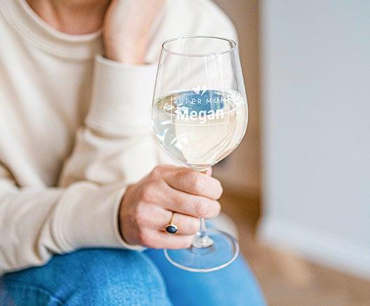 Verres à vin gravés