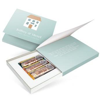 Gepersonaliseerde giftbox met met 3 BE-KIND notenrepen